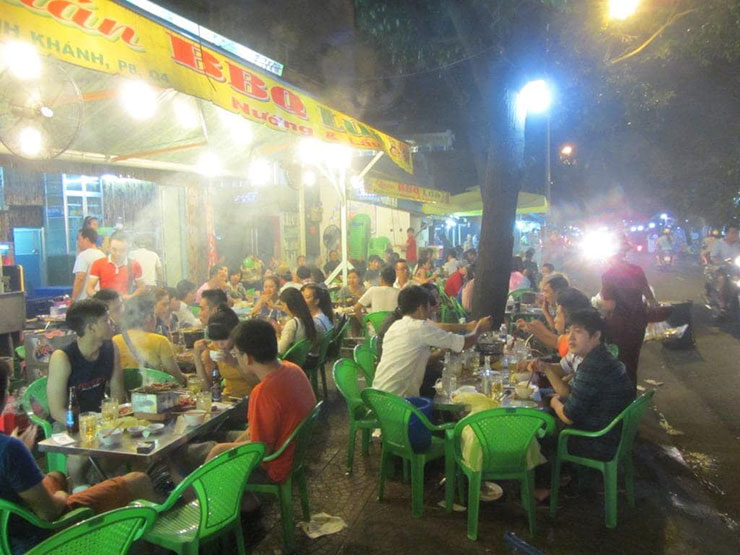 Don't shy away from street food, especially when there's a crowd
