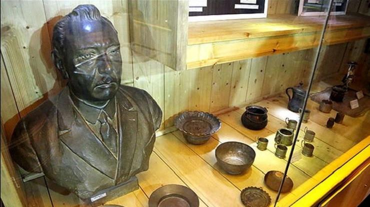 موزه تاریخ چای لاهیجان مجسمه